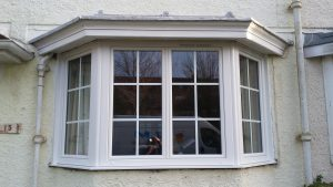 Pose de bow window PVC