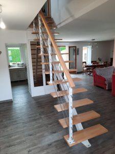 Escalier limon central rampe barres inox
